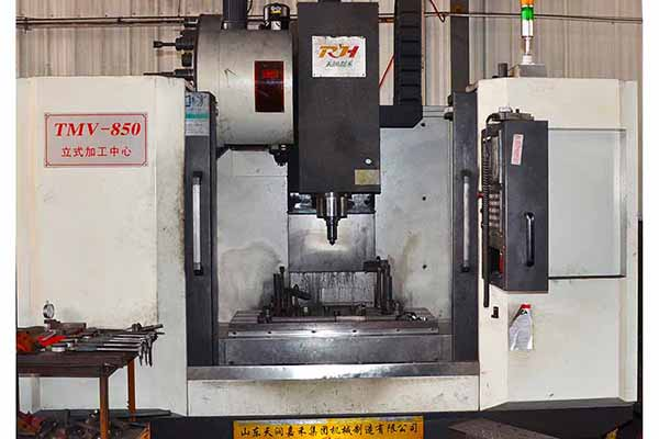 vertical precision machining center